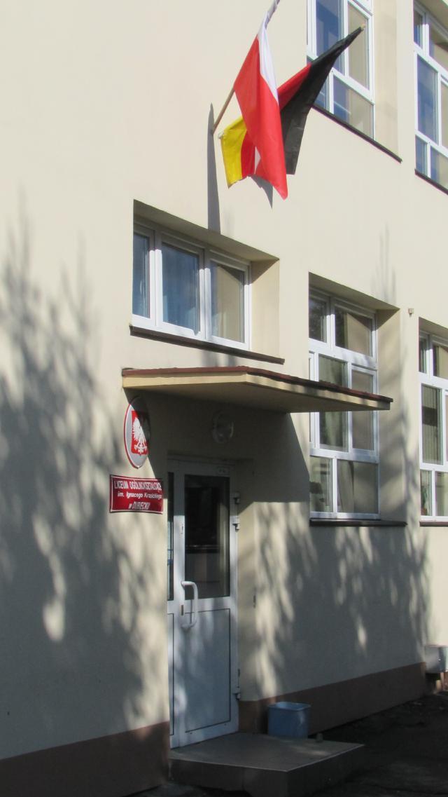 Liceum Ogolnoksztalcace deutsche Beflaggung