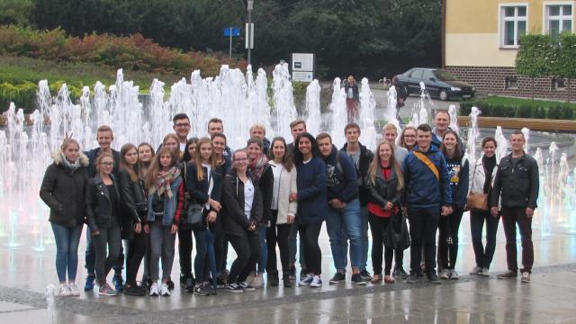 vor Brunnenanlage in Rzeszow